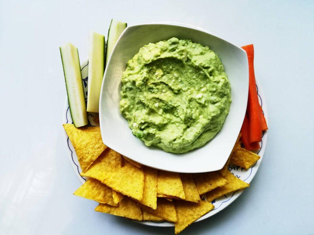 Hráškový dip so zeleninovými tyčinkami či tortilami - duša ženy